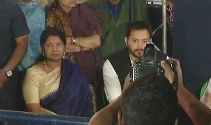 Kolkata Crisis: Tejashwi Yadav, DMK's Kanimozhi Join Mamata Banerjee at Dharna Site