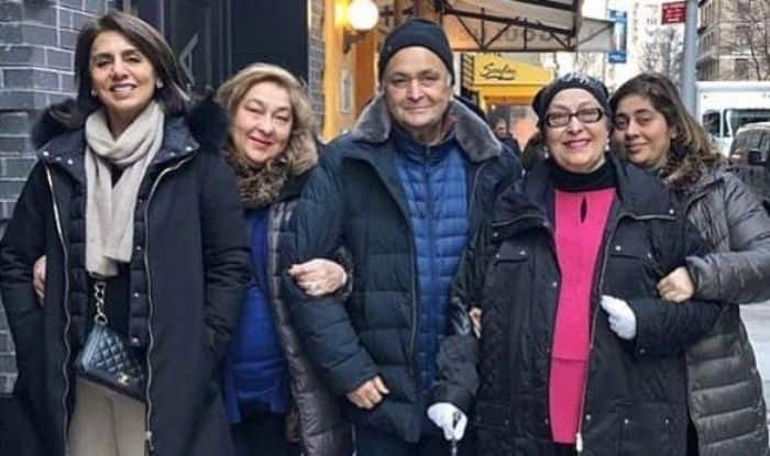 Neetu with Rishi Kapoor and his sisters