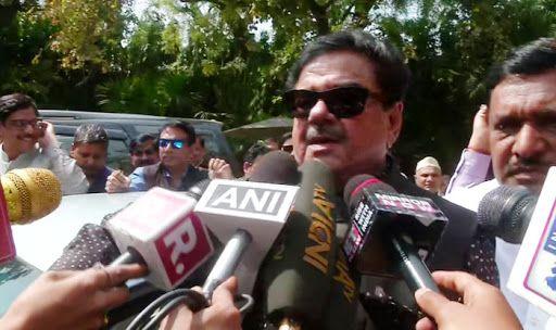 'Picture Abhi Baki Hai,' Says Congress Leader Shatrughan Sinha on Maharashtra Govt Formation