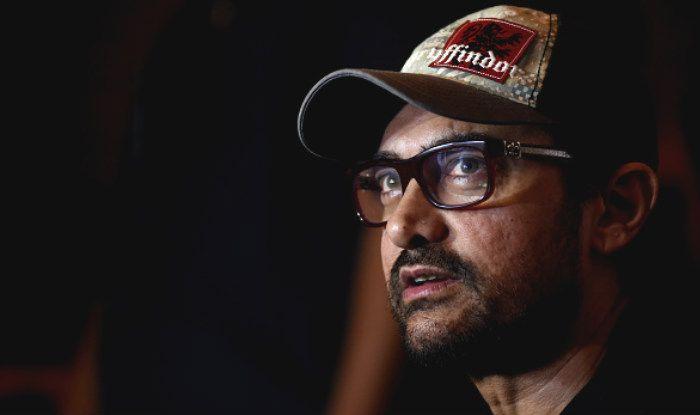 Aamir Khan Leaves Co-Passengers Stunned as he Travels in IndiGo Airline's Economy Class, Viral Video Breaks Internet