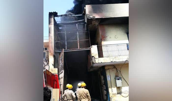 Delhi: Fire Breaks Out at Chemical Factory in Mundka's Swaran Park, 15 Fire Tenders on Spot