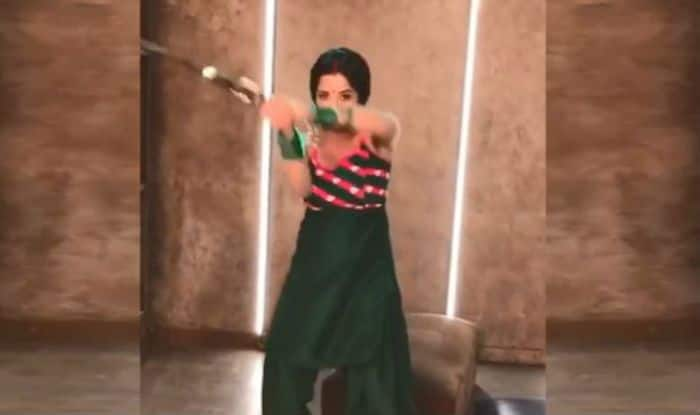 Bhojpuri Hotness Monalisa Performs Stunt With a Sword For Nazar, See Video Here
