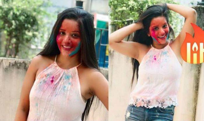 Bhojpuri Bombshell Monalisa Looks Hot And Sizzling as She Plays Holi With Family in Kolkata