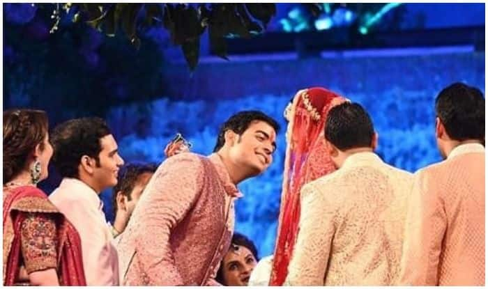 Akash Ambani-Shloka Mehta Wedding: Groom's Brief Romance on Stage Before Exchanging Vows Sets Fans Gushing With Love, Pic Trends Viral Across Social Media