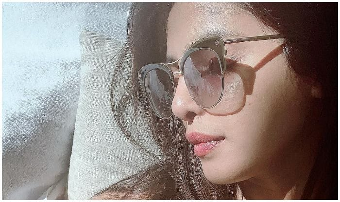 Priyanka Chopra's Sunday Motivation Involves Requesting Miami Sun to 'Shine Down' on Her, Sets Internet on Fire With Lazy Sunkissed Picture at Beach