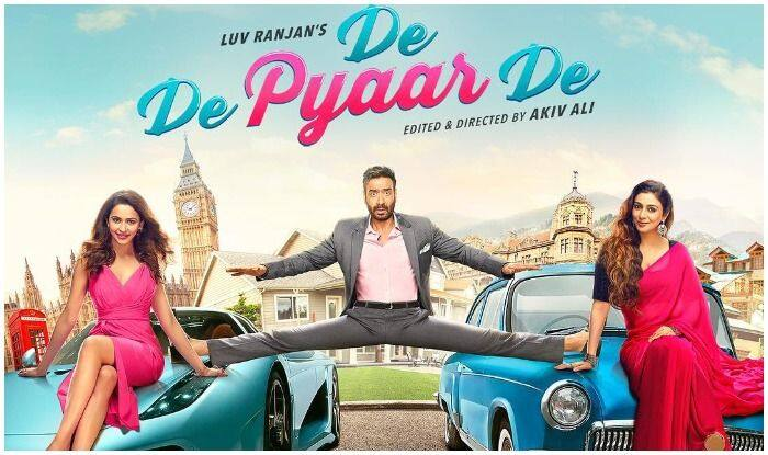 De De Pyaar De Poster Out: Tabu Looks Drop Dead Gorgeous in First Look of Upcoming Movie With Ajay Devgn-Rakul Preet Singh, Akiv Ali Directorial to Release on May 17