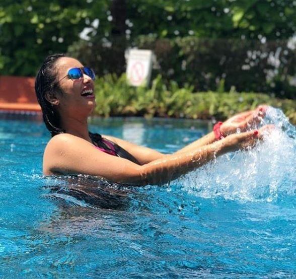 Bhojpuri Actress Rani Chatterjee is Killing it in a Black Bikini as She Takes a Dip in The Pool