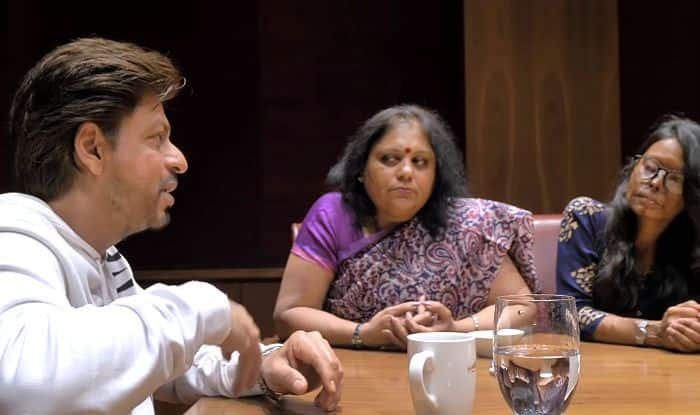 Shah Rukh Khan Meets Acid Attack Survivors And Motivates Them to Take Charge of Their Lives – Watch Video