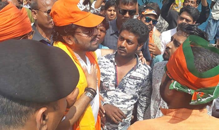 Babul Supriyo heckled by locals in Asansol