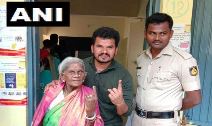 Karnataka Lok Sabha Election 2019: 107-year-oldPadma Shri Awardee Saalumarada Thimmakka Casts Vote in Bangalore Rural