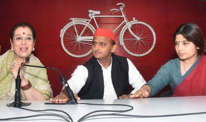 SP leaders Poonam Sinha, Akhilesh Yadav and Dimple Yadav