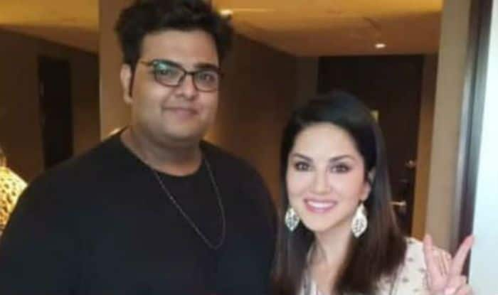 Sunny Leone along with her friend Shezaada Akshu Kakkar