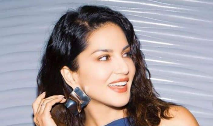 Sunny Leone Looks Sizzling Hot in Blue Top And Lilac Skirt