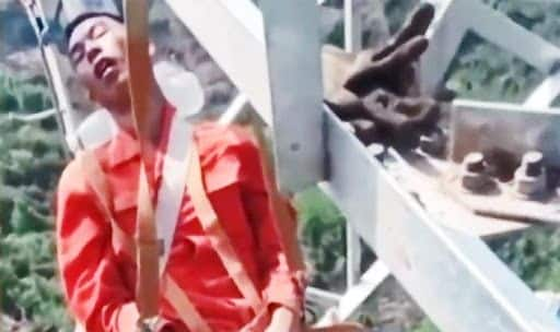 Construction Workers in China Snooze at 160ft on Narrow Steel Bars