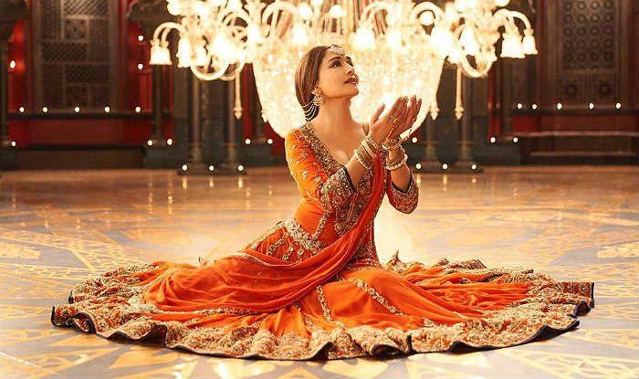 Tabaah Ho Gaye New Stills: Madhuri Dixit Looks Stunning Beyond Words as Bahaar Begum in Kalank's Song