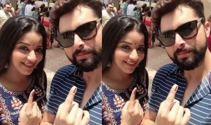 Bhojpuri Sizzler Monalisa And Husband Vikrant Singh Rajpoot Cast Their Vote in Mumbai For Lok Sabha Elections 2019