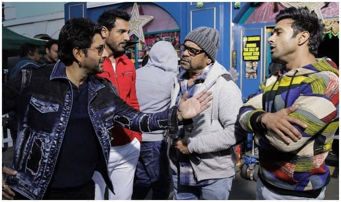 Anil Kapoor Makes The Most of The Last Day of Wifi on Paagalpanti's Sets