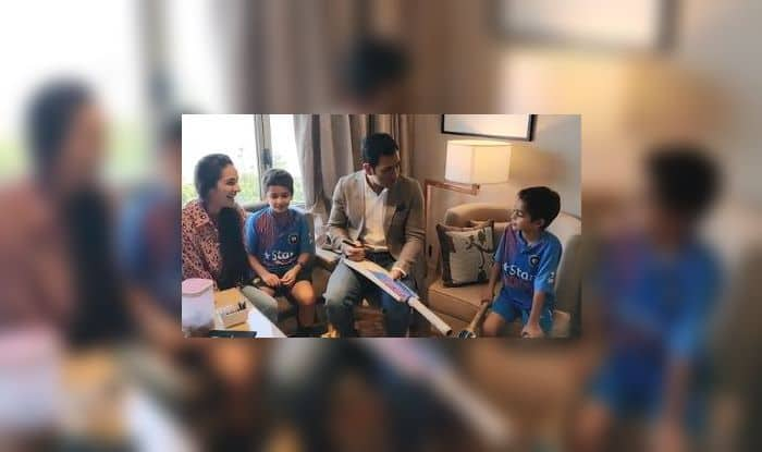 MS Dhoni Gives Priceless Advice to Bollywood Actress Tara Sharma's Kids Ahead of ICC World Cup 2019, Video Goes Viral | WATCH VIDEO