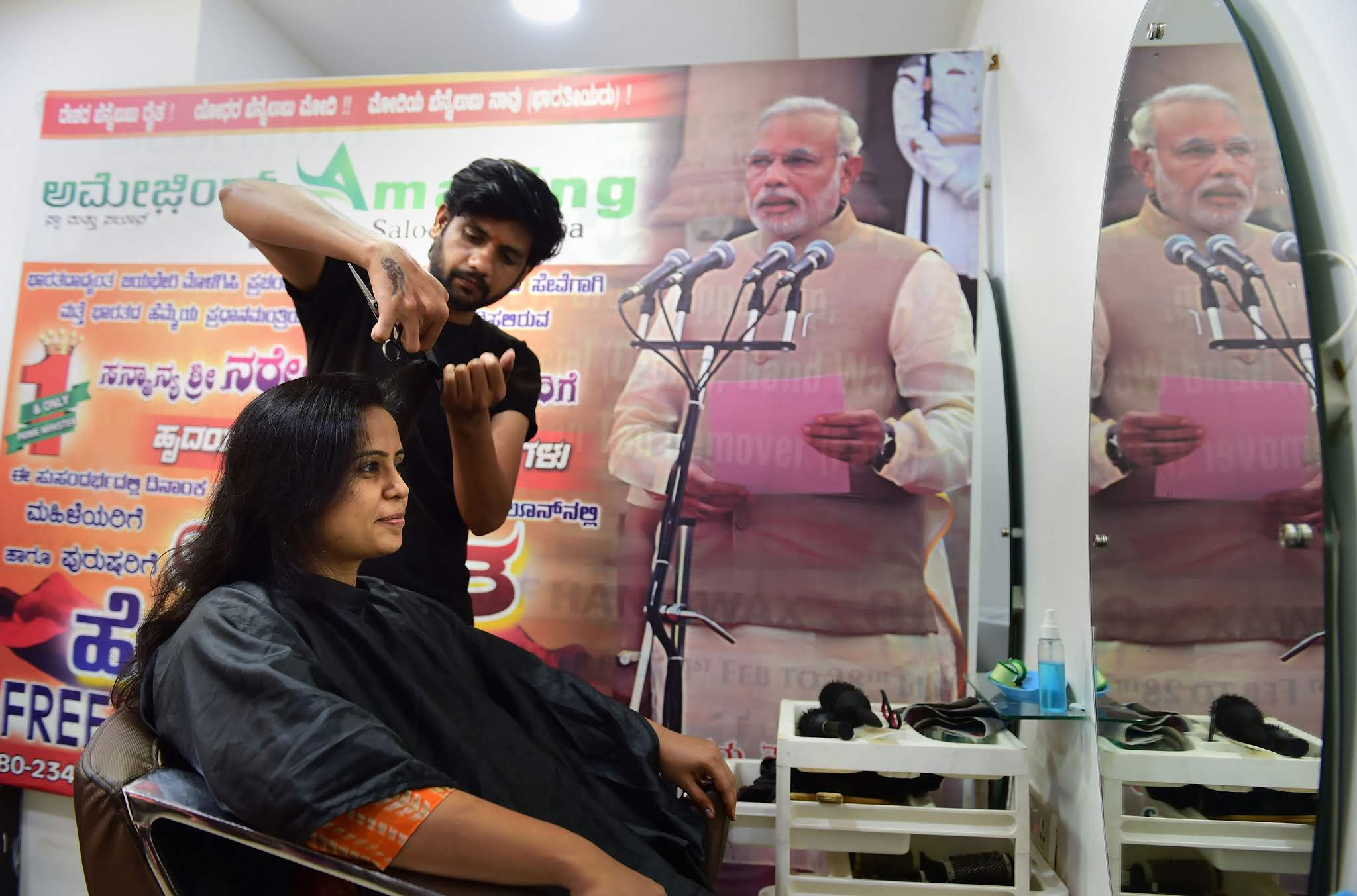 Salon Celebrates PM Narendra Modi's Swearing-in Ceremony by Giving Free Haircuts to Customers
