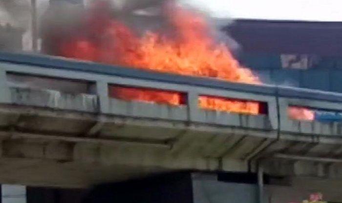 Car Catches Fire at Surat's Sardar Bridge, no Casualties