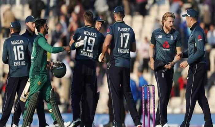 England team and Pakistan team during the match
