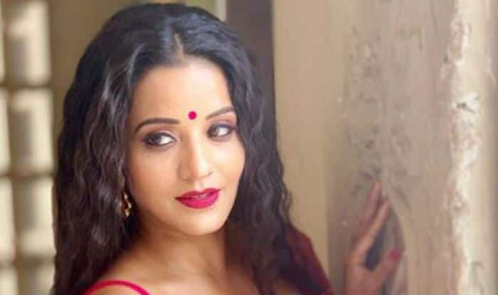 56ad56f35f Bhojpuri Bombshell Monalisa Looks Uber Hot And Sexy in Pink Ethnic Wear And  Bold Red Lips