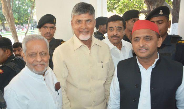 Chandrababu Naidu with Akhilesh Yadav. Photo Courtesy: IANS