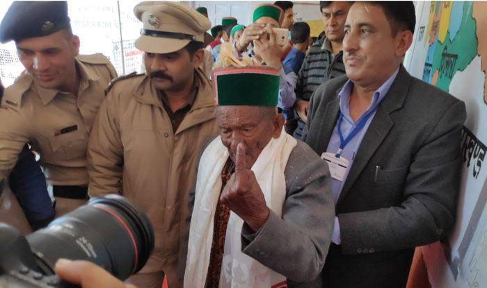 Shyam Saran Negi after casting his vote. Photo Courtesy: IANS