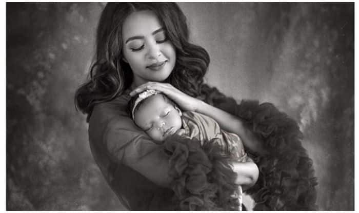 Surveen Chawla's Hot Photoshoot With Baby Girl Will Surely Take Your Breath Away!