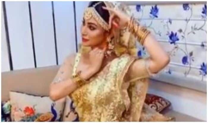 Mouni Roy's Latest Kathak Sneak-Peek Will Add All The Missing Glitter to Your Morning And THIS Video is Proof!