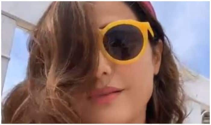 Hina Khan Goes All Touristy at Cannes, Gives Sneak-Peek of Her Tour at French Riviera