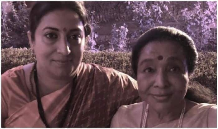 Smriti Irani Rescues Asha Bhosle From Being Stranded at Swearing-in Ceremony
