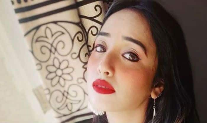 Bhojpuri Hotshot Rani Chatterjee in a Sexy Black Top And Red Lipstick Will Wash Away Your Your Mid-Week Blues