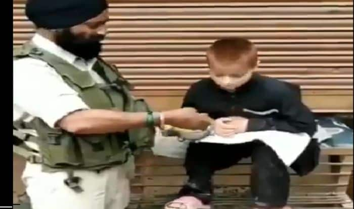 Always Ready to Help: Pulwama Attack Survivor Feeds His Lunch to Distressed Boy in Kashmir| Watch