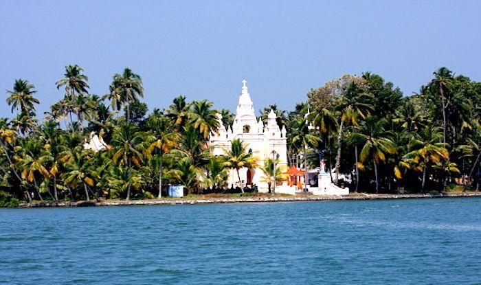 What do Experience in And Around Ashtamudi Lake in Kerala
