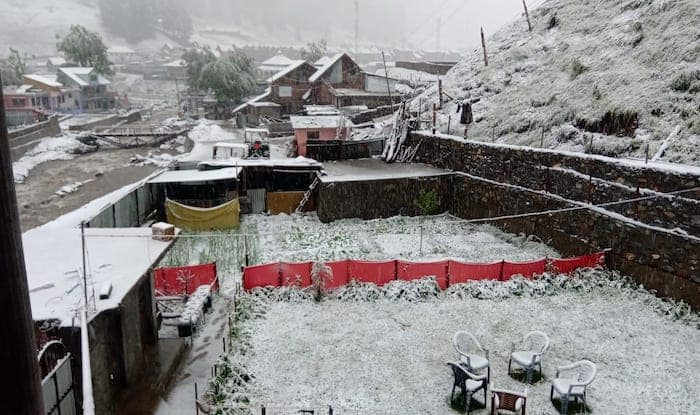 While India Reels Under Blazing Heatwaves, Kashmir Gets Its First Snowfall
