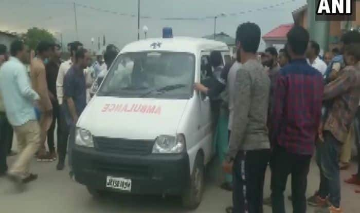 Terrorists Lob Grenade at Pulwama Police Station, 10 Injured