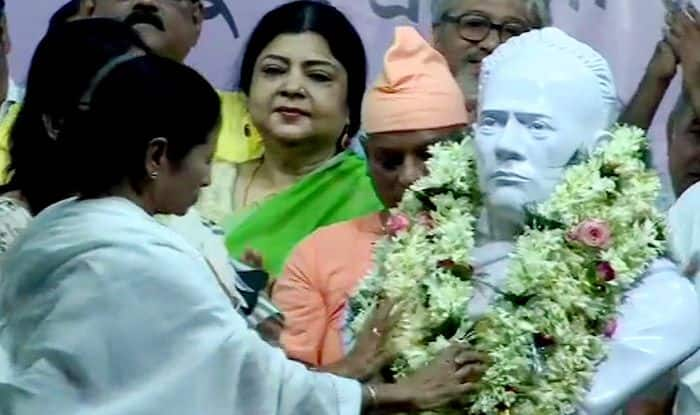Mamata Banerjee Unveils Vidyasagar's Statue Vandalised in Pre-poll Clash Last Month