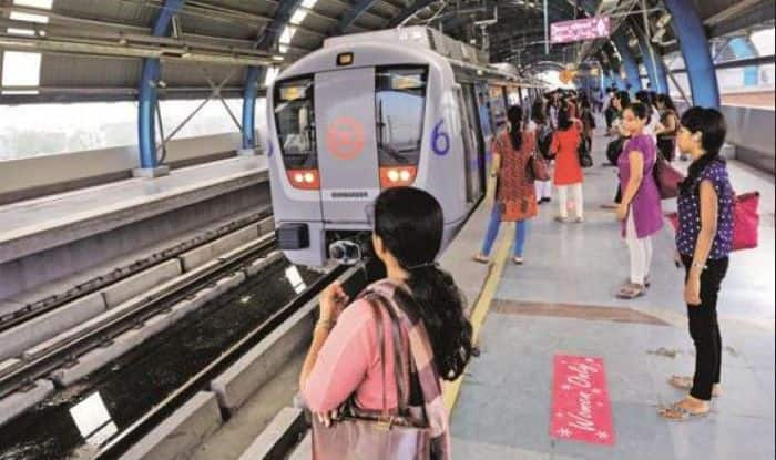 "Twitterati Reacts on Delhi Metro And Aam Aadmi Party's Plan to Give Free Rides to Women, Says ""It's Gender Inequality"""
