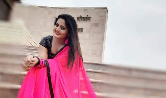 Bhojpuri Bombshell Anjana Singh's Pink Saree And Black Blouse Look Sets The Temperature Soaring