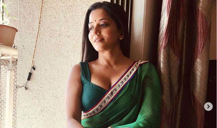 Bhojpuri Bombshell Monalisa's Sensuous Avatar in Green Saree Will Allure You