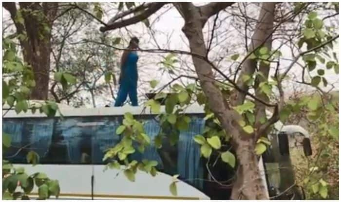 Bhojpuri Bombshell And Nazar Fame Monalisa Performs Stunts Standing on Fast Moving Bus, Watch Video