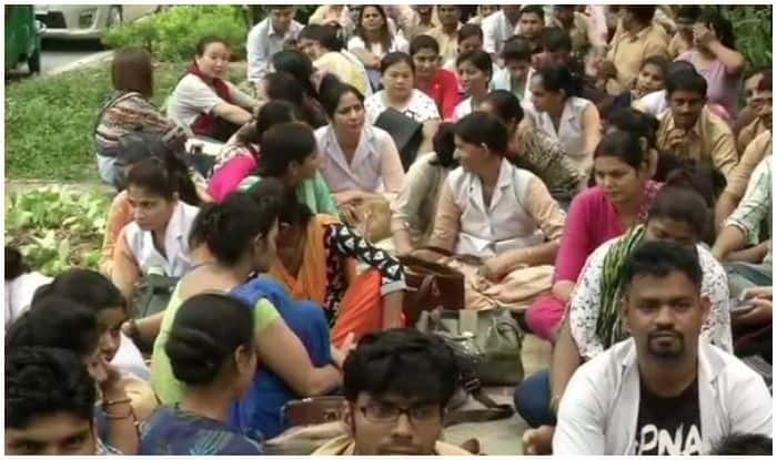 Nursing Officers From Delhi Hospitals Hold Protest After Their Sudden Termination, Demand Reason
