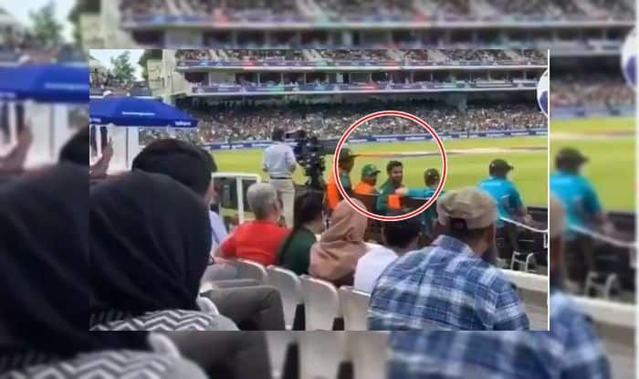 Shoaib Malik, Shoaib Malik's gesture towards fan, Thank You Malik, Shoaib Malik Retirement announcement, Shoaib Malik announces, Shoaib Malik dinner, Shoaib Malik farewell match, Shoaib Malik Retires, Shoaib Malik age, ShoaIB Malik Career, Pakistan beat Bangladesh by 94 runs, Pakistan fail to qualify, Pakistan out of 2019 World Cup, ICC Cricket World Cup 2019, CWC 2019, ICC World Cup 2019, Pakistan Cricket Team, Lords, Cricket News