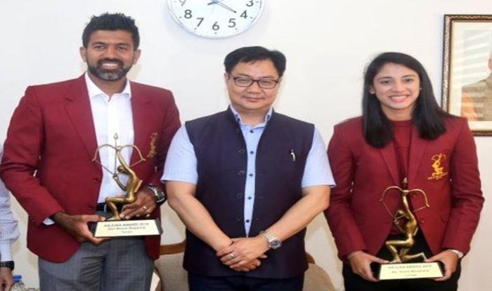Sports Minister Kiren Rijiju, Kiren Rijiju Gives Arjuna Award to Rohan Bopanna Smriti Mandhana, Sports Minister Kiren Rijiju Gives Arjuna Award, Rohan Bopanna, Smriti Mandhana, Indian woman cricketer Smriti Mandhana, ICC Women's Cricketer of the year Smriti Mandhana,