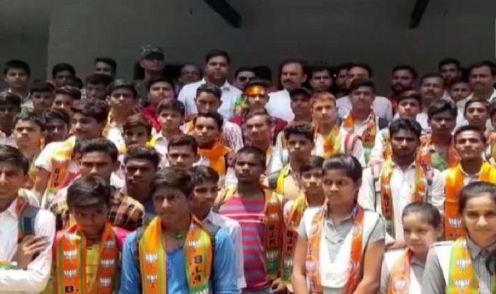 Uttar Pradesh: BJP MLA Sushil Singh Attempts to Enroll Students as Party Members