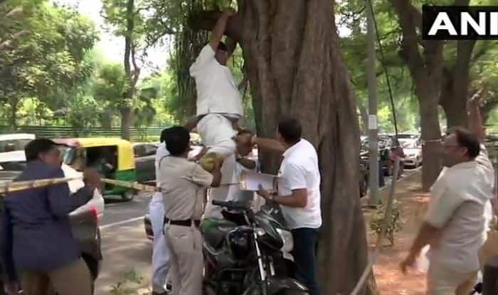'Rahul Should Take Back His Resignation Else I Will Hang Myself', Congress Worker Attempts Suicide Outside Party HQ