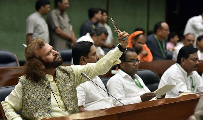 Hans Raj Hans, BJP MP, Durga Mandir, iPhone XS Max, Hauz Qazi