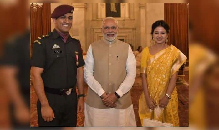 MS Dhoni, MS Dhoni politics, Reasons why MS Dhoni should join politics, Former Indian Captain MS Dhoni, Lt Col MS Dhoni, MS Dhoni serves Army Regiment, MS Dhoni as a guard, Indian politics, Cricket News, World Cup-winning captain MS Dhoni, MS Dhoni retirement, Team India, Indian Cricket Team