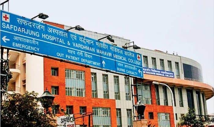 Now Senior Citizens Can Visit Safdarjung Hospital on Sundays Between 9am-12pm
